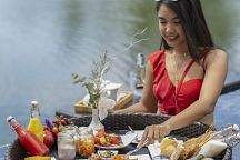 Sumptuous Floating Breakfast for a Happy Day